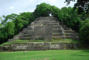 Pirámide maya. Cliché. Libros Prohibidos