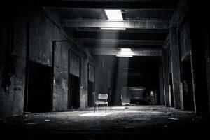 Luces Oscuras. Abandonado. Libros Prohibidos.